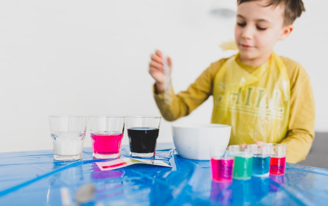 Ein Experimentierkasten ist pädagogisch wertvoll